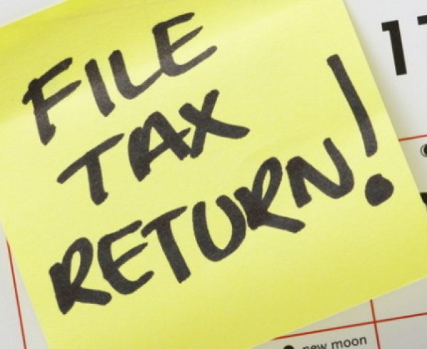 File Tax Return Post-it Note